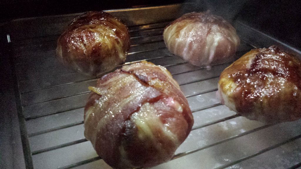 Chicken Bacon Bomb im Grill